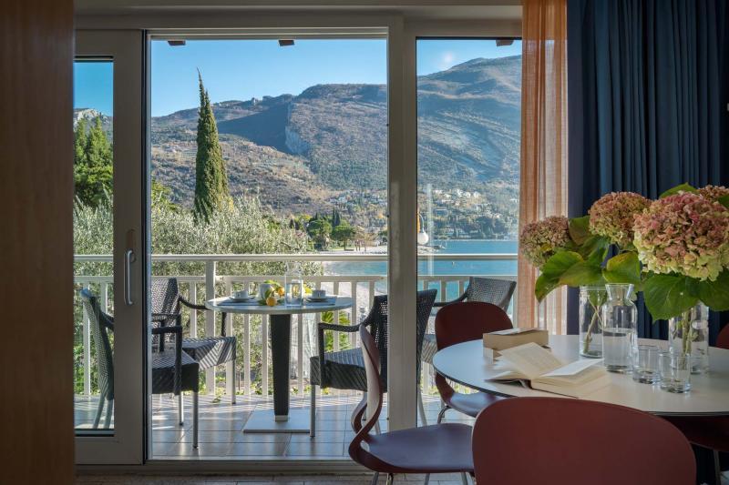 Appartamenti a Torbole tipologia Standard, primo piano bilocale fronte lago di Garda   Casa al Lago Residence Toblini