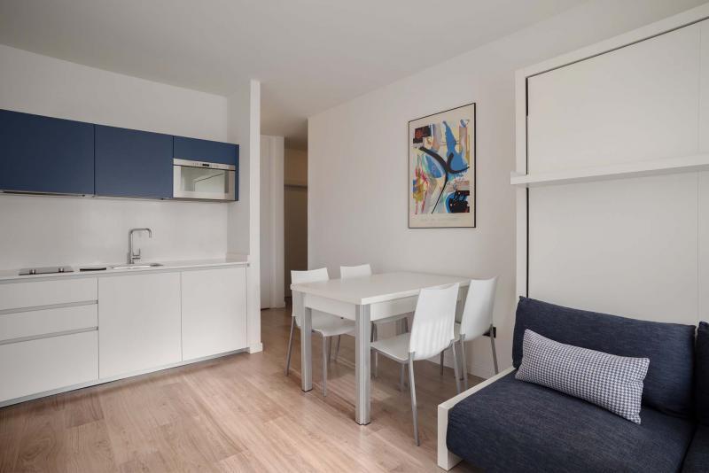 Trilocale design appartamenti per vacanze a torbole sul for Appartamenti design