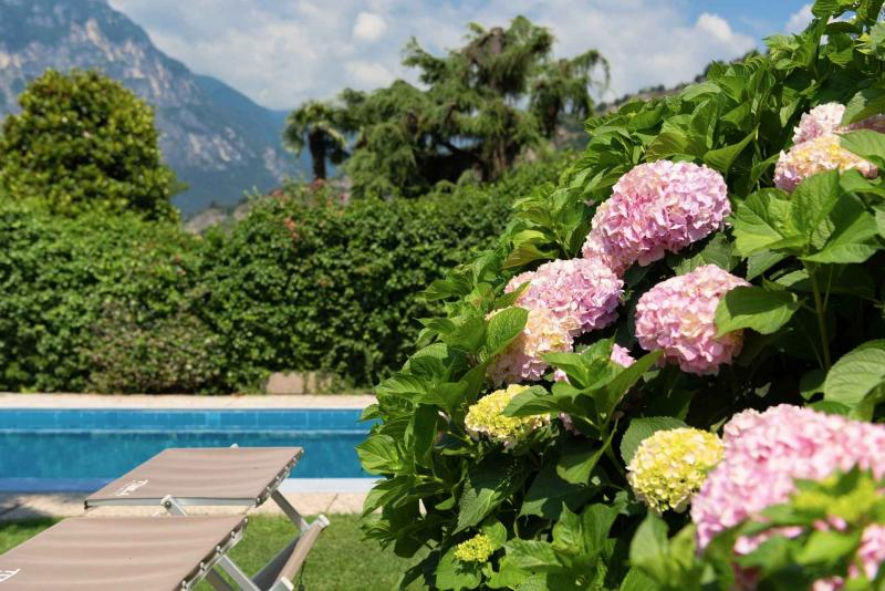 Residence con piscina a Torbole sul Garda ideale per le vacanze estive sul lago di Garda