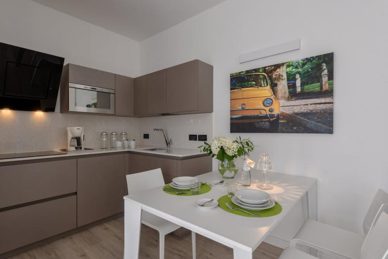 Bilocale design piano terra appartamenti per vacanze a for Appartamenti design