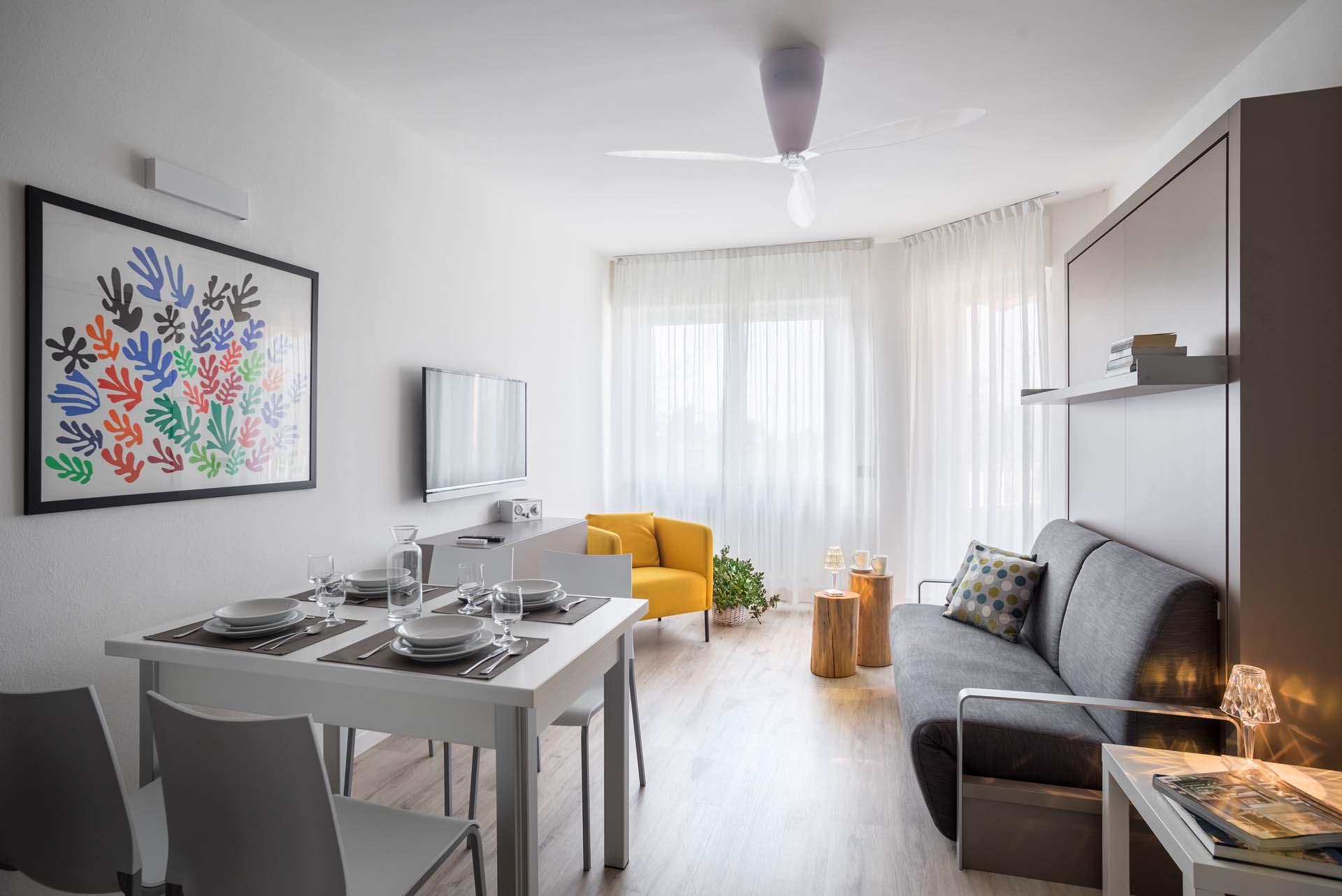 Bilocale b design appartamenti per vacanze a torbole for Appartamenti design